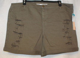 NEW WOMENS PLUS SIZE 24W TINSELTOWN OLIVE GREEN DISTRESSED BERMUDA SHORTS - $17.41