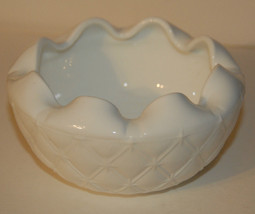 MILK GLASS BOWL QUILTED STARS QUILT RUFFEL RUFFELED INDIANA WHITE VGC SN... - $12.99