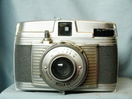 Bella 44 Vintage Classic Camera - Nice-  - $20.00