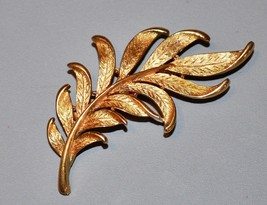 Vintage JJ Jonette Signed Gold-Tone Fern Leaf Brooch Pin Estate Find! - $9.50