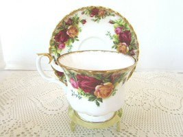 Royal Albert Old Country Roses Teacup And Matching Saucer England - $14.80