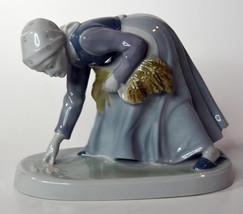 "6"" Vintage Metzler Ortloff Porcelain Statue Peasant Woman Grain Gathering - $37.99"