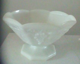Anchor Colony Serving Bowl Milk Glass Centerpiece Harvest Grapes - $14.70