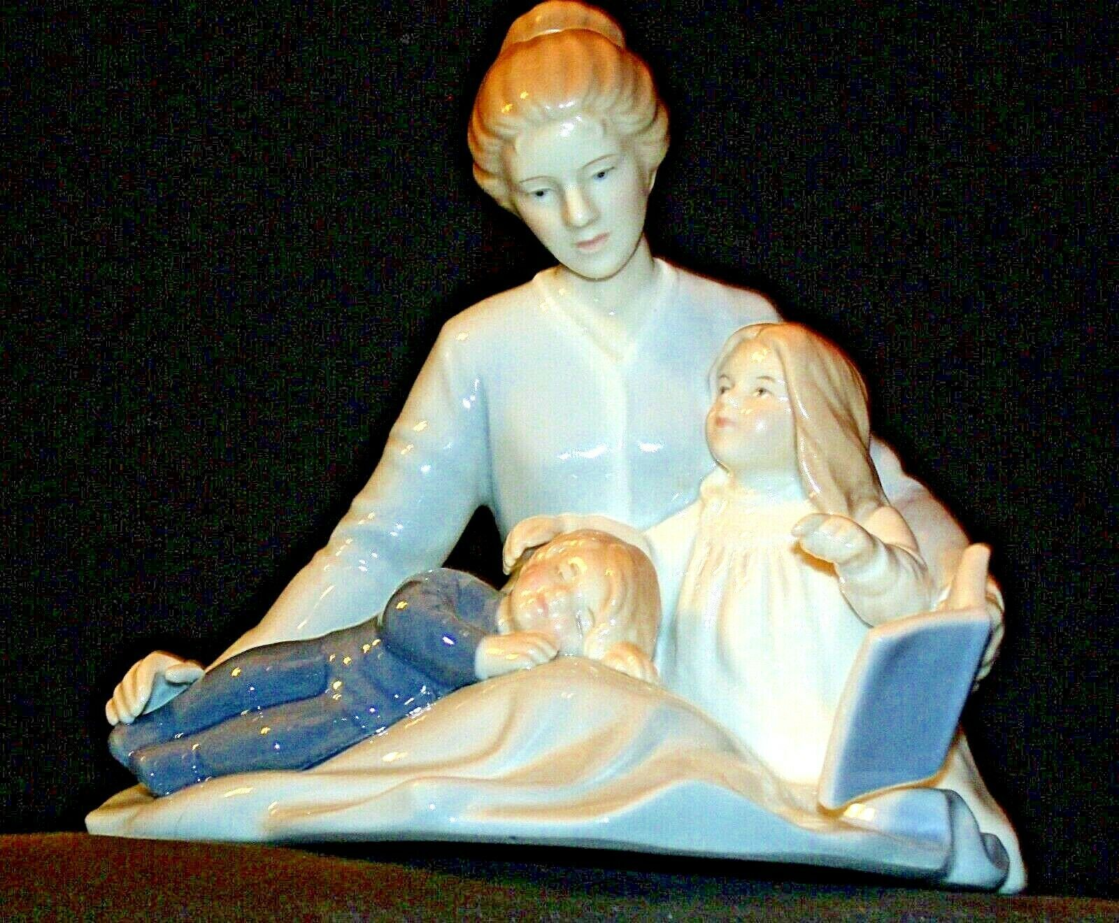 A Mother's Touch Figurine AA-191982  Vintage