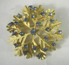 DODD Pin Brooch Snowflake Blue Rhinestones Signed Gold Toned Size 2 In V... - $19.79