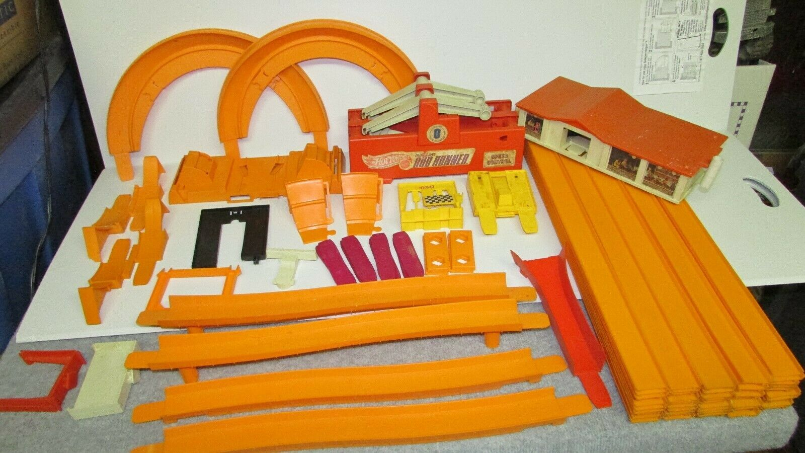 Primary image for VINTAGE 1967-69 HOT WHEELS RED LINES LOT SETS TRACK Curves 94 pieces