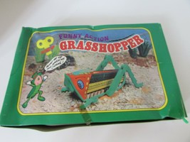 "12 WINDUP NOVELTY TOYS CRAWLING GRASSHOPPERS 4"" LONG COUNTERTOP DISPLAYS - $26.41"