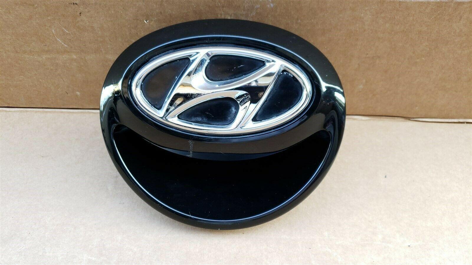 12-16 Hyundai Veloster Rear Hatch Handle Tailgate Emblem