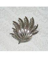 VINTAGE MONET SIGNED SILVER TONE FEATHER FAN INTRICATE DESIGNED BROOCH P... - $14.99