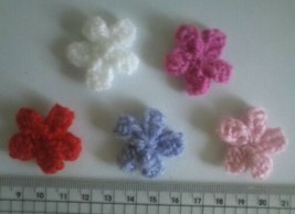Hand Knit Flowers for Cards, Hair clips, Hair bands, Shoes, Home decorat... - $2.61