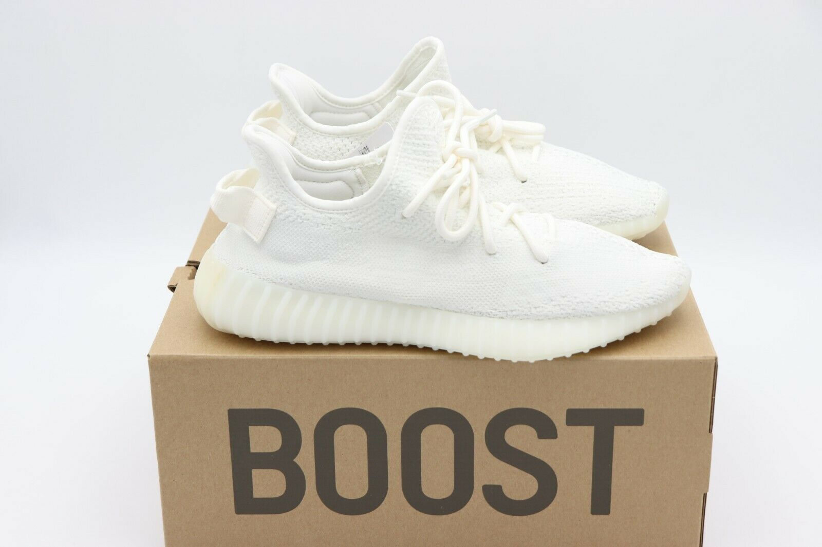 Neu in Box Adidas Yeezy Boost 350 V2 Triple Weiß Neu Größe 8 image 5