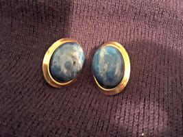 Stunning Vintage Estate Blue Stone Gold Tone Oval Earrings - $3.00