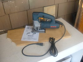 BOSCH CORDED 120V 1587AVS JIG SAW IN GOOD USED CONDITION. MADE IN THE USA. - $99.00