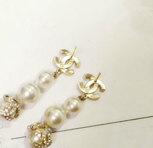 AUTHENTIC  CHANEL CC LOGO CRYSTAL LONG DANGLE PEARL EARRINGS GOLD RARE image 8