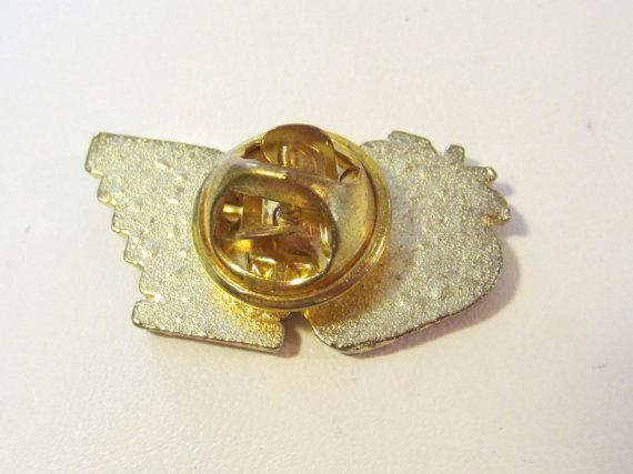 Vintage jewelry goldtone enamel pin/brooch