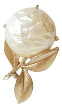 Vintage Sarah Coventry Flower Brooch In Gold and White Textured Bead Sar... - $15.95