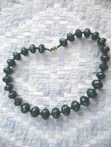 VINTAGE AVON DARK GREEN MULTI-FACETED GEOMETRIC OVAL PLASTIC BEAD STRAND - $9.99