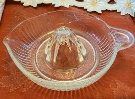 VTG CLEAR GLASS RIBBED ART DECO CITRUS JUICER REAMER SQUEEZER W POUR SPOUT  image 5