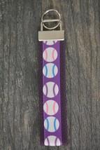Softball Keychain, Softball Gift, Girls Softball Jewelry,Perfect Softbal... - €8,26 EUR