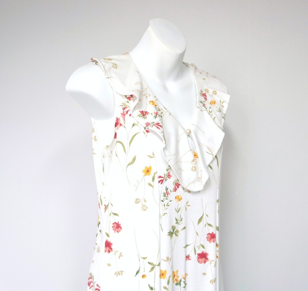 Romantic Dress  Retro Floral Long Flowered Long Dress by Bizzit Size 8 Petite