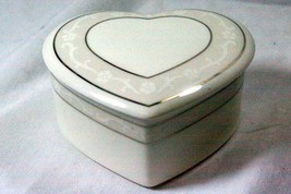 Wedgwood 2008 Icing Heart Shaped Dresser Box - $20.78
