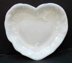 "VINTAGE MILK GLASS 5"" HEART SHAPED  PIN OR SOAP DISH - $7.42"