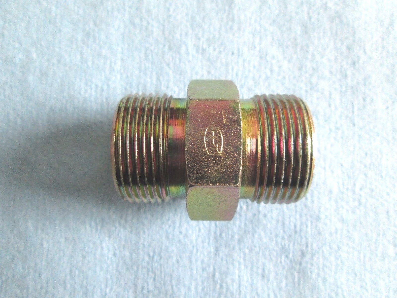 Primary image for 000013744P04, Mahindra, Straight Union, 24mm OD, 1.5 Pitch, will hold 16mm tube