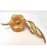 Vintage jewelry goldtone flower enamel brooch - $5.00