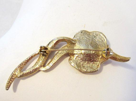 Vintage jewelry goldtone flower enamel brooch