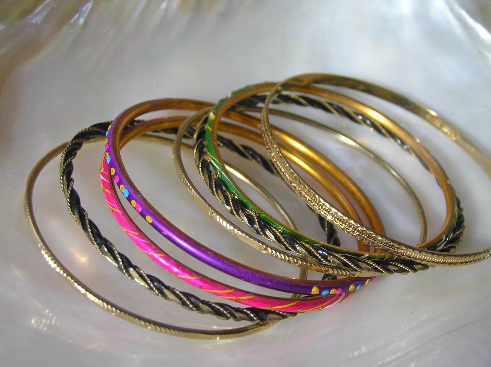 Lot of 8 Purple Pink Green Enamel Black & Goldtone Twist Variety Bangle Bracelet