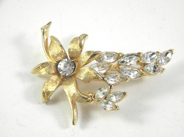 Gorgeous Gold tone Flower Pin with Rhinestones Vintage Jewelry Brooch - $13.49