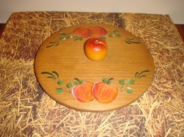 Handpainted Longaberger Woodcrafted Lid With Apple Knob - $14.99