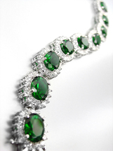 LUXURIOUS 18kt White Gold Plated Oval Emerald Green Crystals Links Bracelet - €61,95 EUR