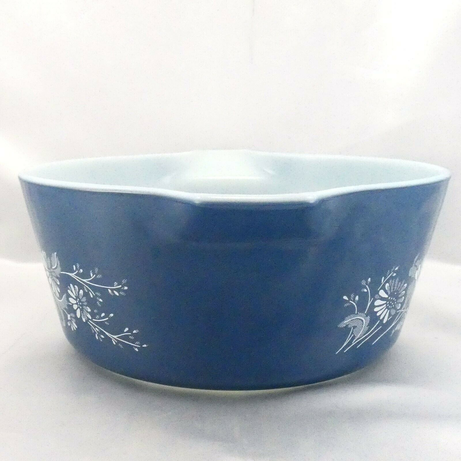 Pyrex 475 Colonial Mist Serving Bowl 2.5qt Blue Daisy Casserole Dish Made in USA image 2