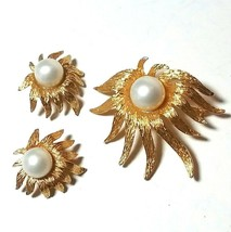 VINTAGE CELEBRITY NY DUBARRY FA FAUX PEARL BROOCH & CLIP ON EARRINGS SET - $95.00