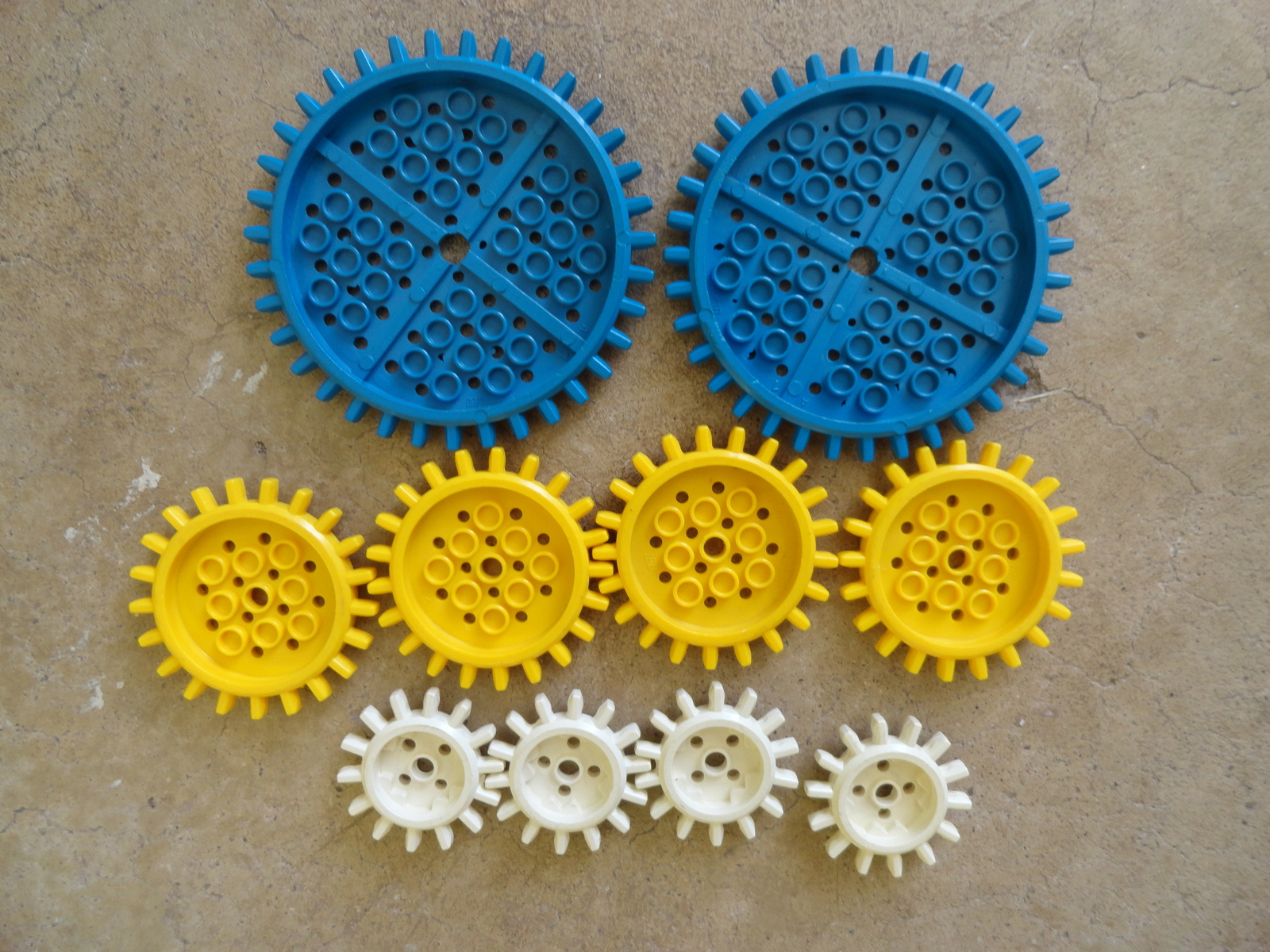 LEGO Lot of 2 Yellow 2x2 Specialty Space Plates with Bar Frame