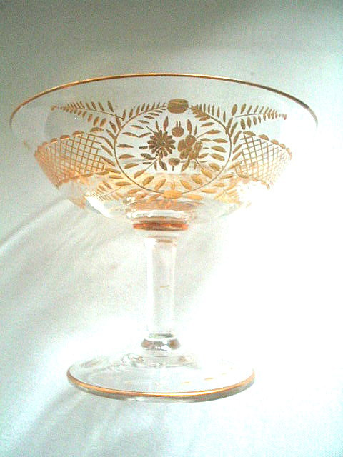 Antique gold trimmed champagne glass 008