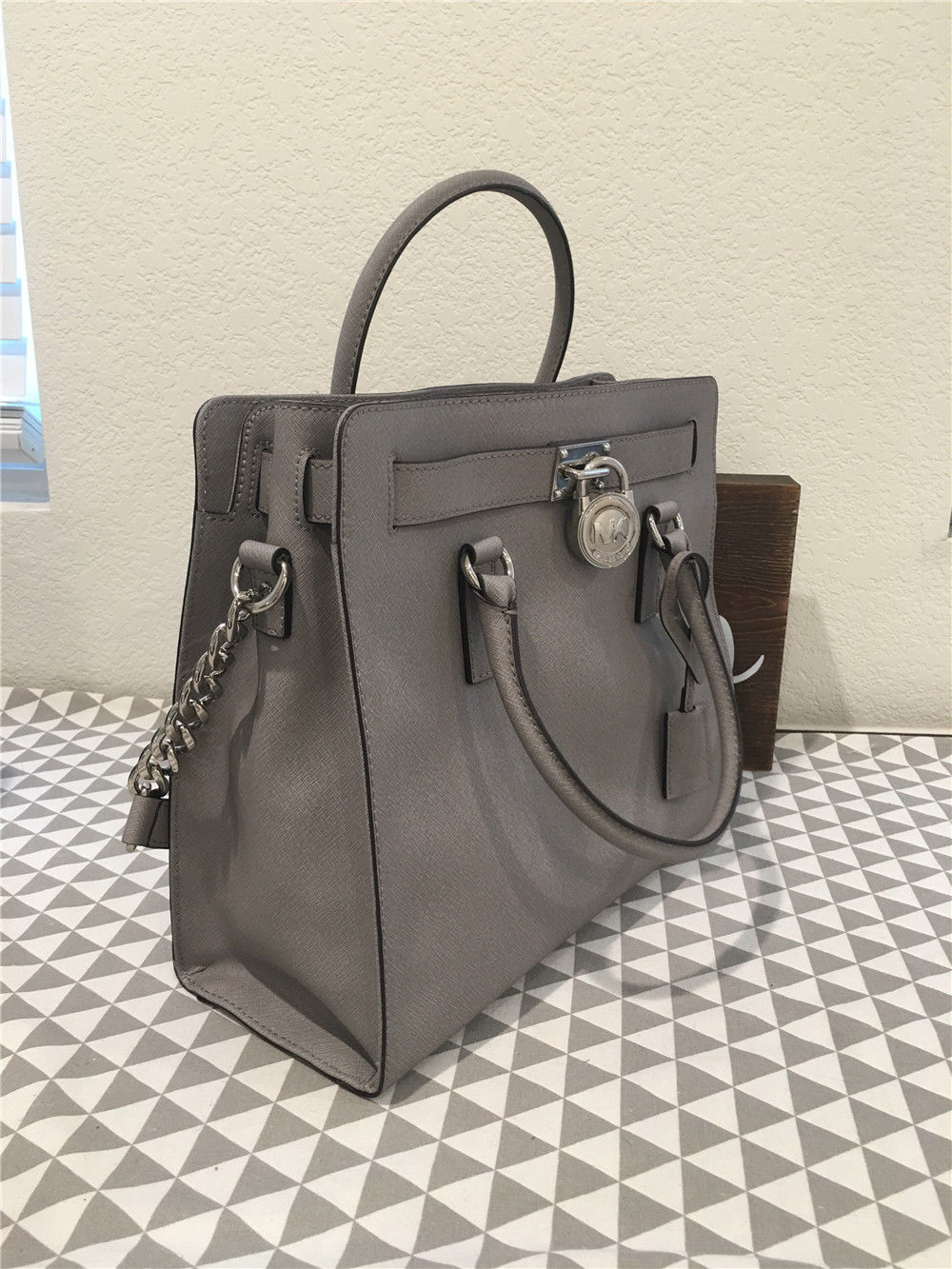 02451b0bd91a02 Michael Kors LARGE DILLON Saffiano LEATHER DOVE TOTE 30H5SAIT3L