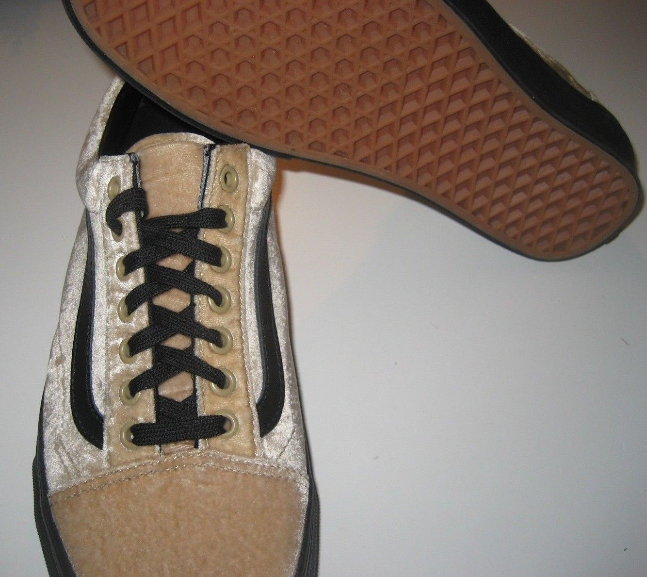 258d3b1e0efb4c Vans Mens Old Skool Velvet Tan Beige Black Skate Shoes size 9 NWT  VN0A38G1NQA