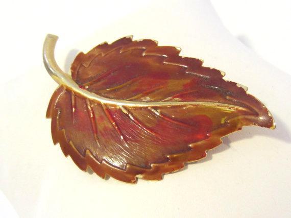 Vintage jewelry goldtone Enamel Leaf brooch