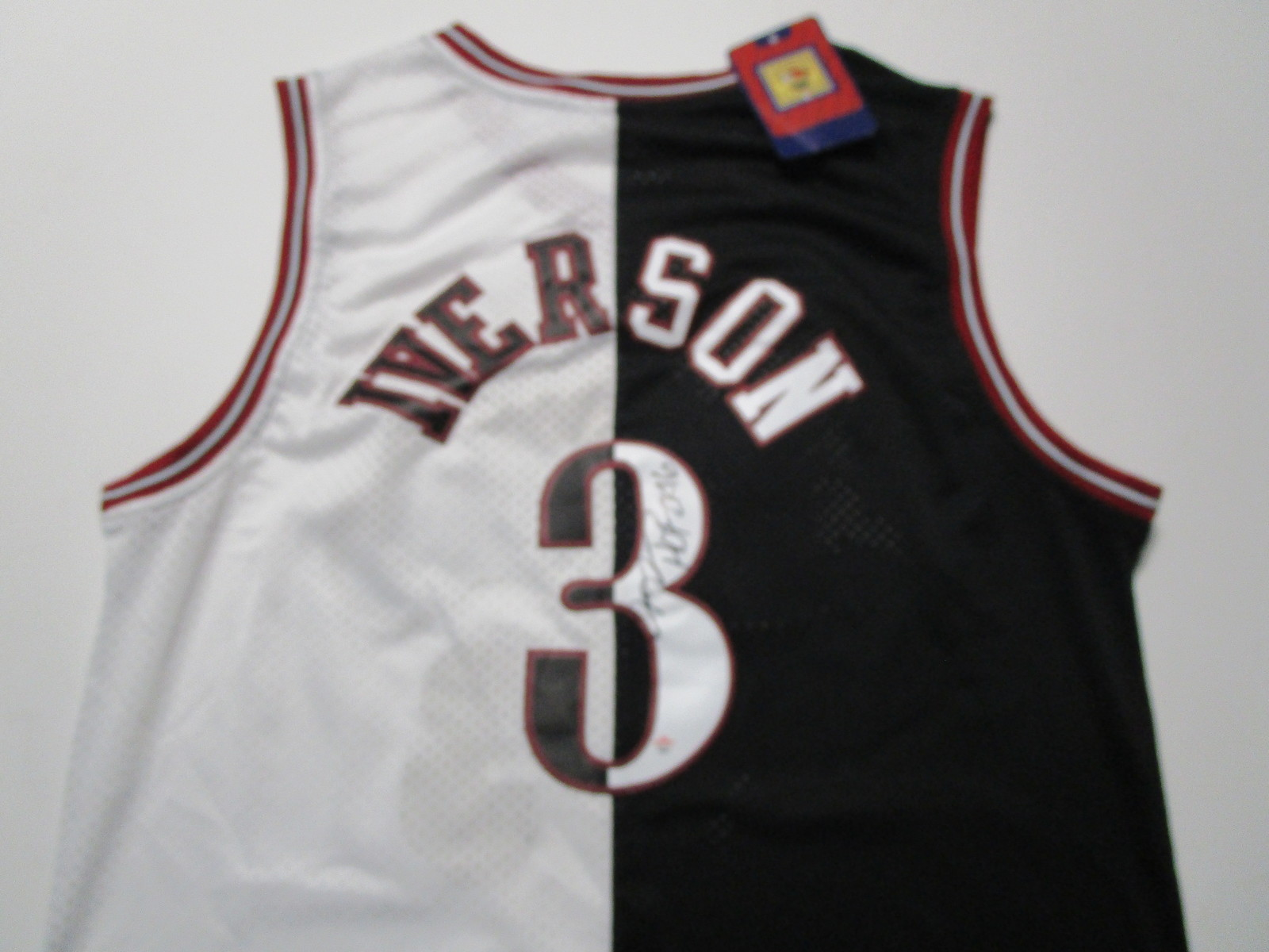 ALLEN IVERSON / NBA HALL OF FAME / AUTOGRAPHED 76ERS THROWBACK JERSEY / COA