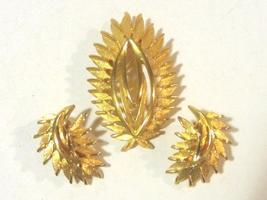 Vintage jewelry goldtone earrings & brooch set - $12.00
