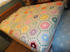 "1930s Hexagon Honeycomb Grandmothers Flower Garden Hand Quilted Quilt 88"" x 78""  - $125.00"