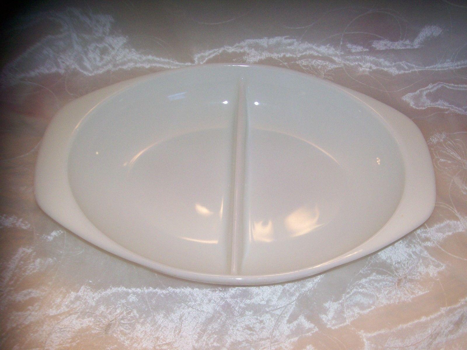 "Vtg Pyrex 1083 OPAL White Divided Casserole /Dish- 1 1/2 QT-13"" x 8 1/2"" x 2 EUC"