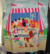 "36"" x 45"" Circus Cotton Fabric Panel - $93,53 MXN"