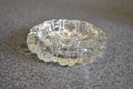 Vintage Hazel Atlas Glass Nesting Ashtrays in Excellent Condition - $12.19