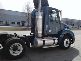2009 Freightliner Columbia 120 For Sale in Elk Grove Village, Illinois 60007 image 2