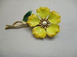 Vintage Yellow Enamel Flower Pearl Center Brooch Gold Tone - $8.29