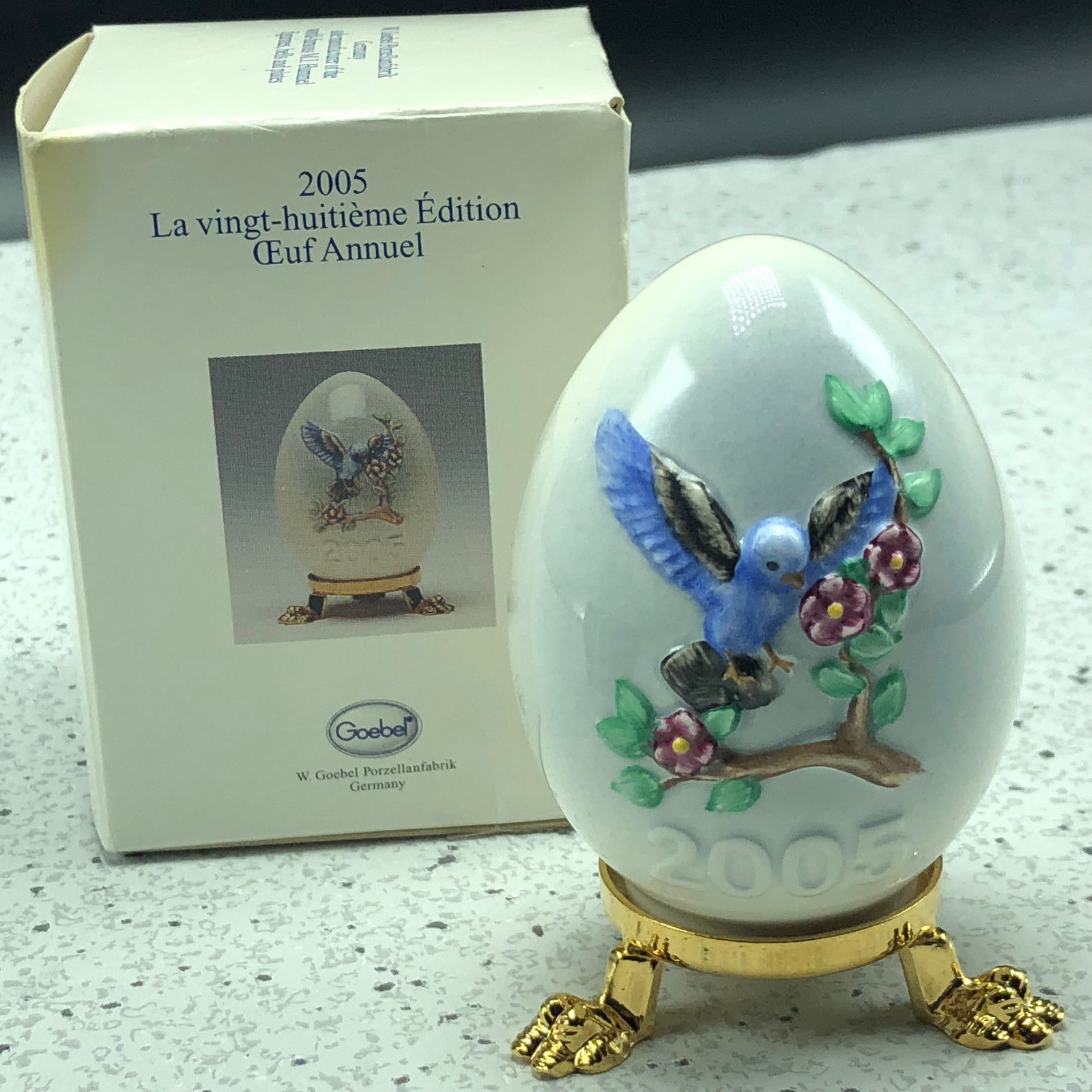 2005 GOEBEL ANNUAL EASTER EGG West Germany 28th edition figurine 102758 bluebird