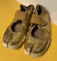 NIKE Air Rift split toe Shoes GOLD Metallic 2011 Men 5 Women 6.5 37.5 ve... - $94.05